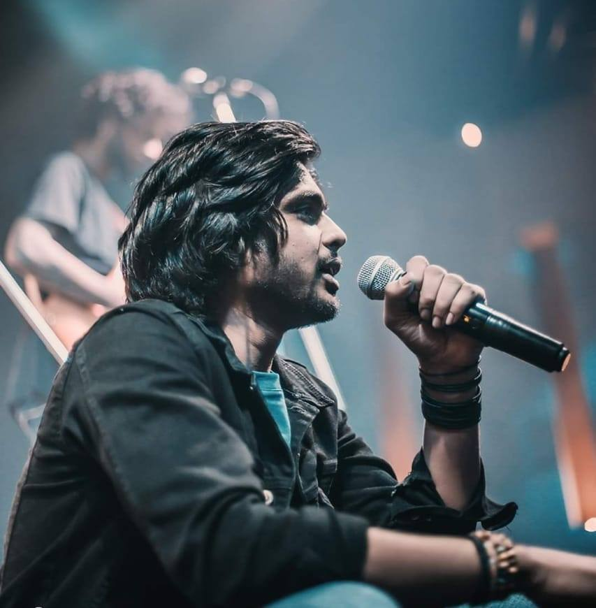 Book Bollywood Male Singer For Live Shows And Concerts Hire Singer Ved Sharma