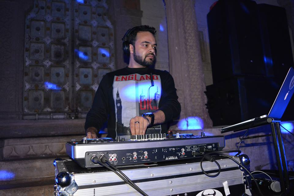 Best DJ in Delhi ! Top DJ in India ! Book DJ Derik for