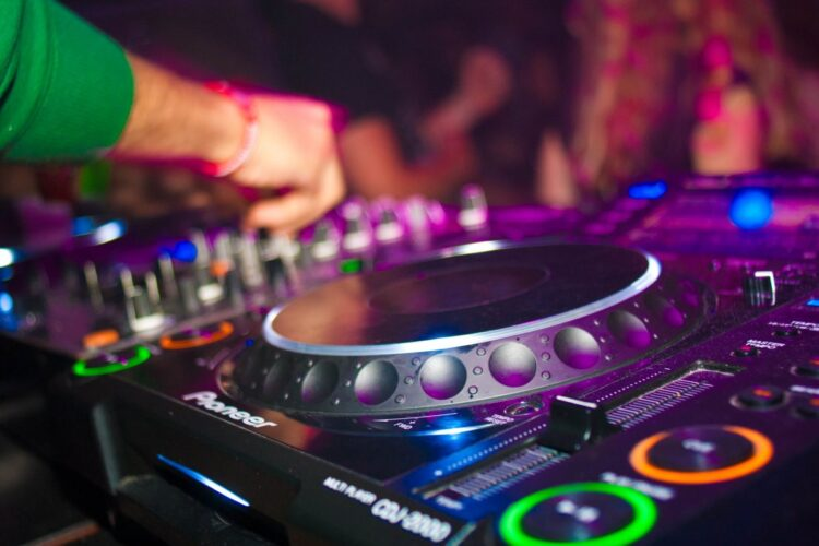 Book dj for wedding in Pune